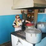 На кухне...